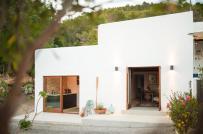 Ngôi nhà mộc mạc trên đảo Balearic