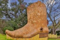 Lạ mắt với nhà gỗ cho thuê hình chiếc giày ở Mỹ
