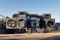 Khu chung cư độc đáo với các cửa sổ tròn khổng lồ ở Úc