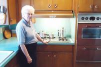 Bất ngờ trước căn bếp sau 60 năm không cải tạo vẫn sạch đẹp