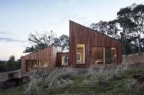 Nhà gỗ độc đáo gồm 2 phần tách biệt ở Australia