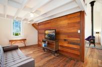 Thiết kế tường gỗ mang đến vẻ đẹp độc đáo và ấm áp cho phòng khách