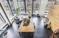 Căn hộ chung cư tuyệt đẹp và thoáng rộng với gác xép và những bức tường kính