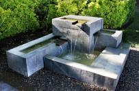 Những ý tưởng thiết kế thác nước mini cho sân vườn mùa hè luôn xanh mát