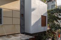 Sức hút đến từ bức tường vữa cào của ngôi nhà trong hẻm nhỏ