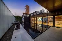 Vẻ đẹp lung linh của tòa nhà được làm từ đồ phế thải