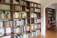 Muôn sự bất tiện từ chiếc tủ sách hoành tráng