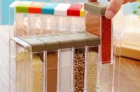 Phòng bếp gọn xinh nhờ các hộp đựng gia vị đa năng chưa tới 300.000 đồng