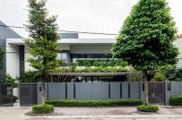 """Nhà mái dốc ở Hà Nội được thiết kế như một """"công viên"""" thu nhỏ xanh mát"""