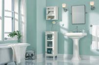 Phòng tắm mùa hè mát rượi với sắc xanh bạc hà chủ đạo