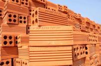 Nhà thấm loang lổ vì chọn gạch lỗ xây tường kém chất lượng