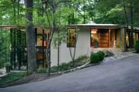 """Nhà nghỉ dưỡng """"mát lạnh"""" giữa núi rừng nhờ tường kính trong suốt"""