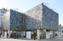 Độc đáo ngôi nhà bằng vật liệu tái chế rực rỡ sắc màu