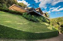 Chiêm ngưỡng biệt thự trên đồi xanh mướt ở Brazil