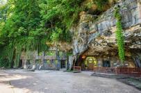 Bên trong ngôi nhà hang động được rao bán với giá 2,75 triệu USD