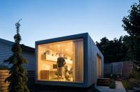 Kiến trúc sư tự dựng văn phòng tại nhà từ thùng container