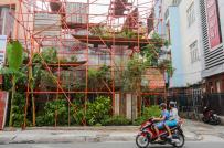 Độc đáo quán cà phê làm từ giàn giáo giữa lòng Sài Gòn