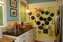 Phòng bếp siêu gọn đẹp nhờ thiết kế bảng đục lỗ
