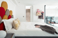 Những thiết kế bảng đầu giường nâng tầm giá trị cho phòng ngủ
