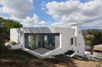 Nhà gấp khúc ngập tràn nắng gió nhờ thiết kế độc lạ