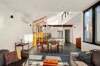 Ngôi nhà tối tăm, ẩm thấp trở nên ngập tràn ánh sáng sau cải tạo