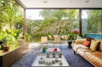 Mát mắt với ngôi nhà 2 tầng được bao quanh bởi vườn cây xanh tốt