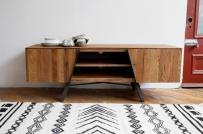 10 mẫu tủ, kệ tivi bằng gỗ kết hợp hài hòa giữa hiện đại và truyền thống