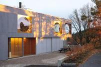 Ngôi nhà 250m2 sở hữu tầm nhìn tuyệt đẹp qua những ô cửa sổ tròn