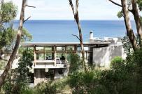 Nhà nghỉ dưỡng ven biển làm từ gỗ và bê tông