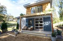 Ngôi nhà nhỏ làm từ vật liệu tái chế của cặp đôi trẻ năng động