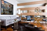 Nới rộng diện tích phòng khách nhỏ với gương lớn treo tường