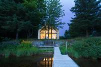 Mãi ngắm ngôi nhà bằng gỗ tuyết tùng bên hồ thơ mộng