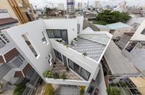Trên mảnh đất méo, gia chủ Sài Gòn vẫn xây được ngôi nhà đẹp đến khó tin