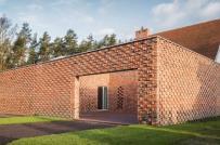 Chiêm ngưỡng ngôi nhà gạch đỏ tái chế độc đáo ở Ba Lan