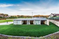 Nhà mái bằng ở Bồ Đào Nha kết hợp hoàn hảo giữa đá và kính