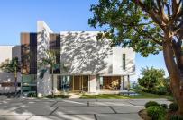 Ngôi nhà đẹp như resort được cải tạo từ công trình xây từ những năm 1970