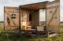 Rộng chỉ 9m2, ngôi nhà làm từ vật liệu tái chế được rao bán với giá 900 triệu đồng
