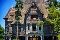 Cận cảnh những biệt thự bỏ hoang từng có giá hàng triệu đô