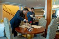 10 điều thú vị về khách sạn xa hoa nhất thế giới ở Dubai