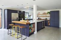 Phòng bếp ấm cúng và lãng mạn với sắc tím oải hương