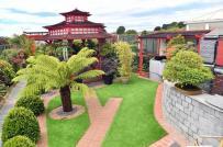 Bất ngờ với ngôi nhà bình dị ẩn chứa cả khu vườn Nhật ở phía sau