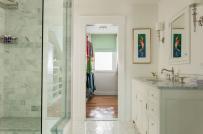 Phòng tắm sinh động, cuốn hút hơn với tranh treo tường
