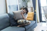 Cô gái trẻ trang trí căn hộ 90m2 bằng những điểm nhấn màu sắc vui nhộn
