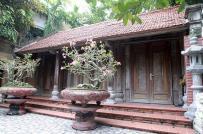Cận cảnh căn nhà gỗ sưa đỏ có giá trăm tỉ đồng ở TP. Bắc Giang