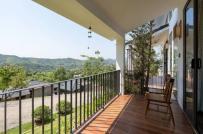 Nhà 2 tầng kiểu Nhật dựa lưng vào núi Hòa Bình