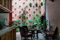 Vẻ đẹp mộc mạc, gần gũi của ngôi nhà ống 1 trệt 1 lầu trong hẻm nhỏ Sài Gòn
