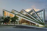 Độc đáo tòa chung cư hình cánh quạt với mái phủ cây xanh