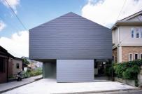 Giếng trời bao phủ một nửa mái ngôi nhà ở Nhật