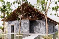 Nhà sinh hoạt cộng đồng làm từ đá vụn và ống thép giàn giáo cũ