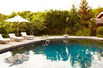 14 ý tưởng thiết kế sàn hồ bơi mùa hè